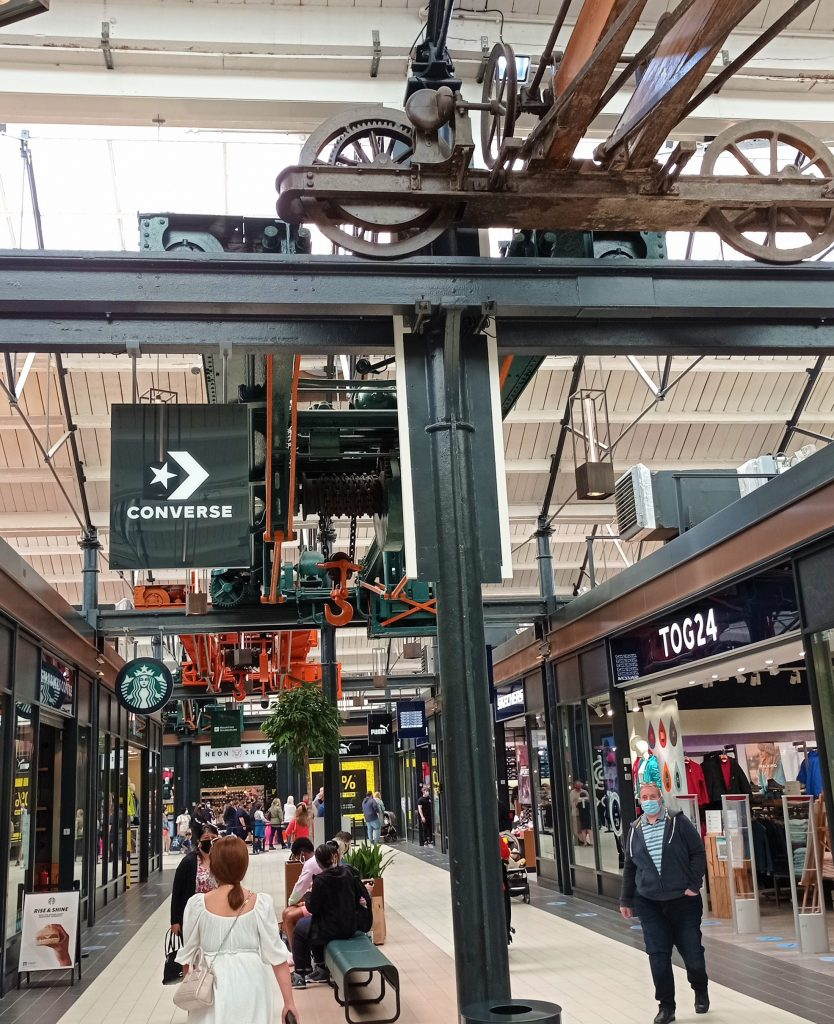 Attractions in Swindon - mechanical display above shops at Designer Outlet