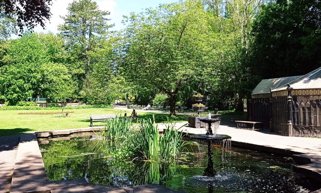 Things to do in Swindon - the lake at the Town Gardens in Old Town